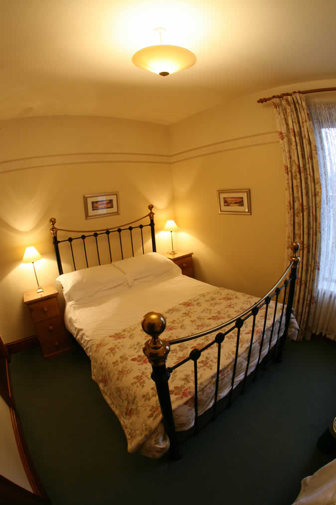 Elm Tree Lodge Guesthouse