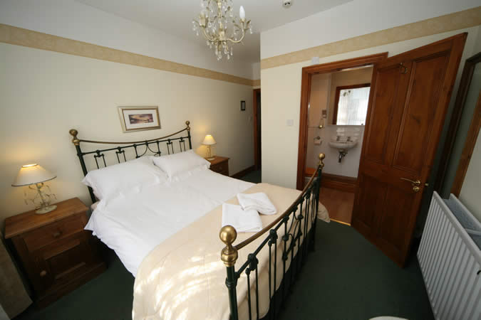 Room 3   A light and airy double en suite. Elm Tree Lodge guesthouse   high quality B B accommodation in Keswick